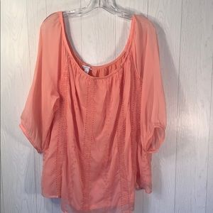 Beautiful Boutique 9 top Size  2X sheer overlay.